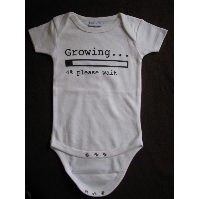 Baby bodys med texten GROWING