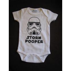 Baby bodys med texten STORM POOPER