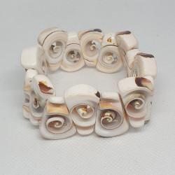 Armband med snäckskal