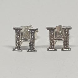 Bokstav H  örhängen i silver