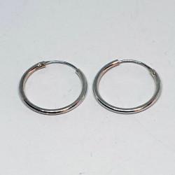 små runda silverörhängen