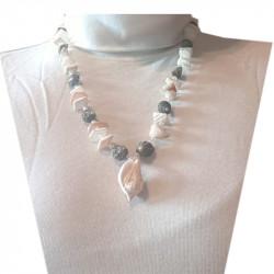 Halsband med snäckor